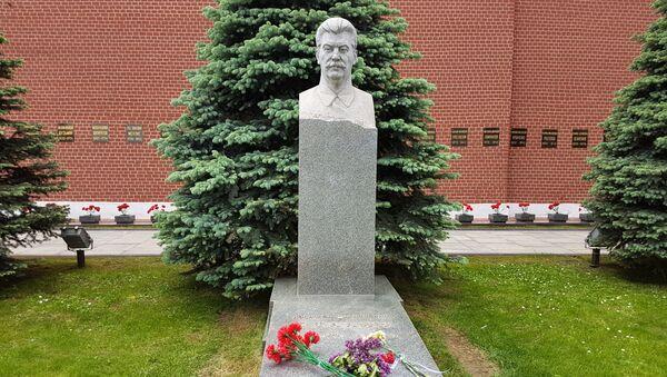 クレムリン・ネクロポリスにあるヨシフ・スターリンの墓。1987年12月18日-1953年3月5日 - Sputnik 日本