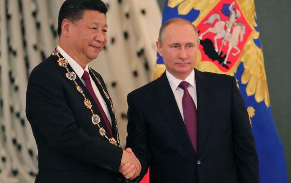 プーチン大統領、習国家主席にロシア最高勲章を授与 - Sputnik 日本