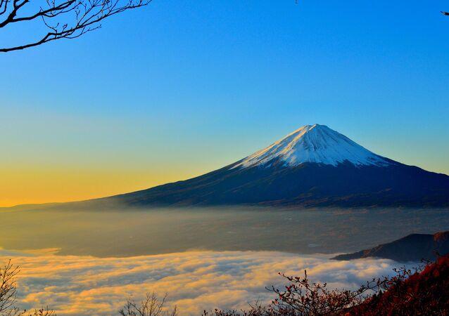 富士山の初冠雪、気温上昇で取り消し 気象庁が発表