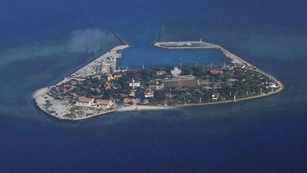 南シナ海で中国軍艦が米駆逐艦に攻撃的な接近 米の「航行の自由作戦」 - Sputnik 日本