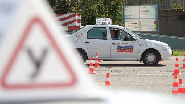 スプートニクQ&A 「ロシア人はどうやって運転免許を取得するの?外国人でも取得できるの?」 - Sputnik 日本