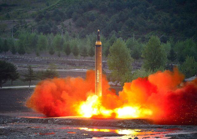 「火星12」ミサイル 北朝鮮