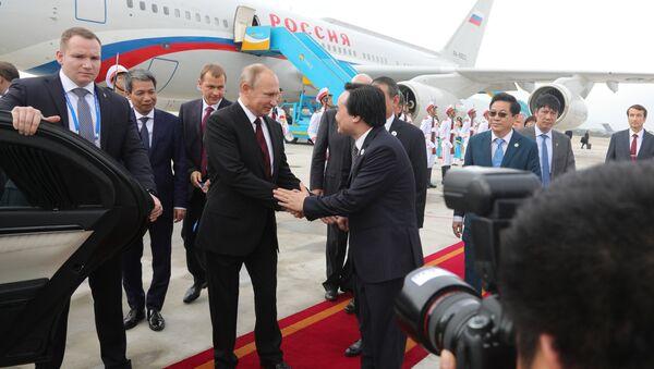 プーチン大統領 APEC出席のためベトナムに到着 - Sputnik 日本