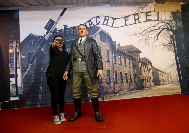 ヒトラーのろう人形展示