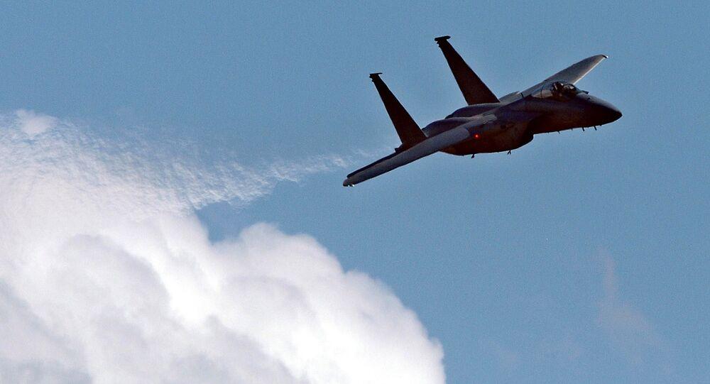 戦闘機F-15