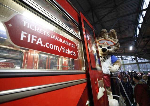 祝サッカーW杯ロシア大会 モスクワ地下鉄に特別車両が登場