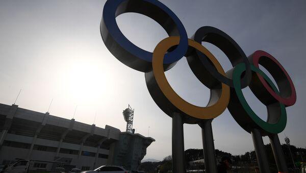 Олимпийские кольца в Олимпийском парке в Пхенчхане - Sputnik 日本