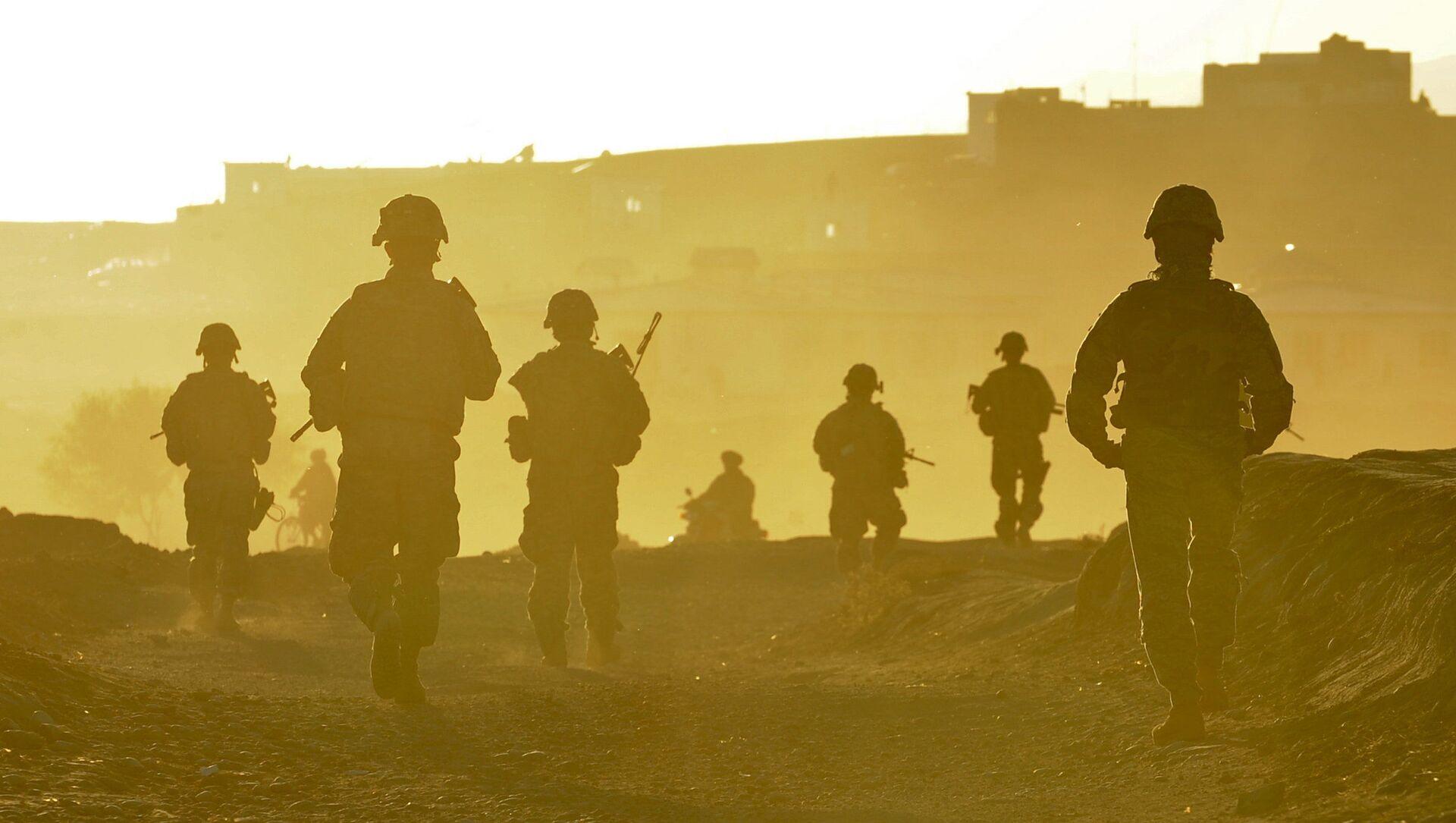 Американские военнослужащие возвращаются на базу после патрулирования территории возле города Калат, Афганистан - Sputnik 日本, 1920, 09.07.2021