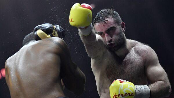 Мурат Гассиев и Юниер Дортикос в полуфинальном поединке Всемирной боксерской суперсерии в Сочи - Sputnik 日本