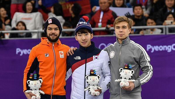 Призеры финального забега на 1500 метров в соревнованиях по шорт-треку среди мужчин на XXIII зимних Олимпийских играх в Канныне - Sputnik 日本