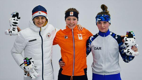 Призеры забега на 5000 м среди женщин в соревнованиях по конькобежному спорту на XXIII зимних Олимпийских играх - Sputnik 日本