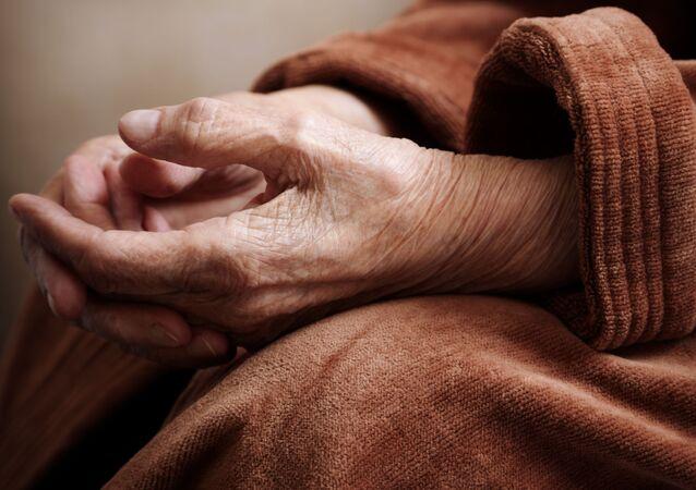 高齢者の死期を計算するツール カナダ人医師らが開発