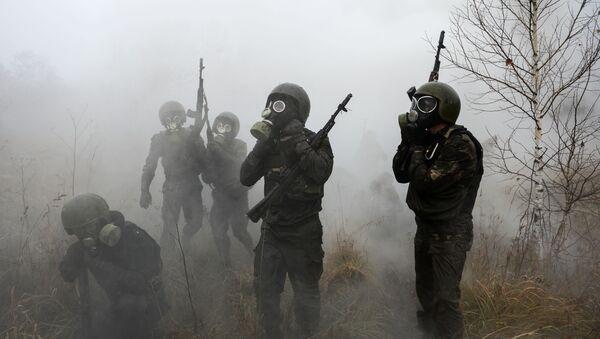 防毒マスクをつけた軍人 - Sputnik 日本