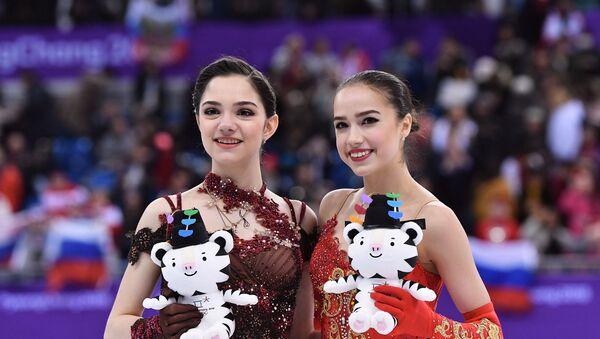 メドベージェワ氏とザギトワ氏 - Sputnik 日本