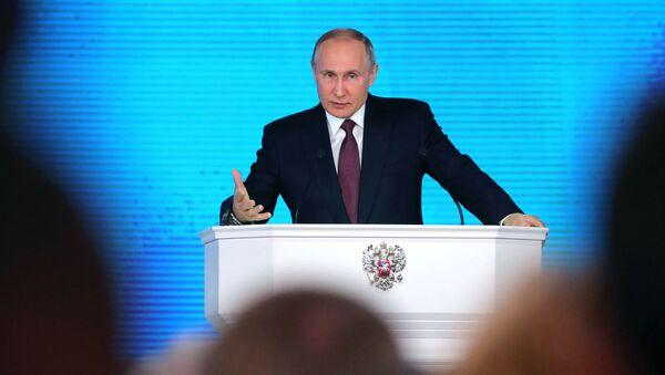 Президент РФ Владимир Путин выступает с ежегодным посланием Федеральному Собранию в ЦВЗ Манеж - Sputnik 日本