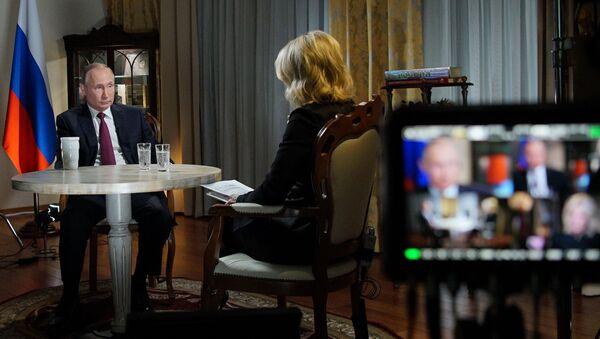 Президент РФ Владимир Путин дает интервью журналисту американского телеканала NBC Мегин Келли в Калининграде - Sputnik 日本