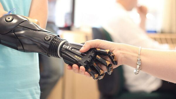 バイオニック義肢を装着する世界で最も有名な少女の生活とは? - Sputnik 日本