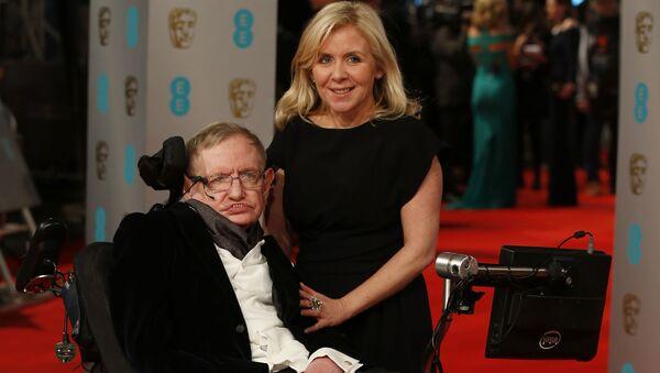 ロンドンの「英国映画テレビ芸術アカデミー(BAFTA)」のレッドカーペット上のホーキング博士 - Sputnik 日本
