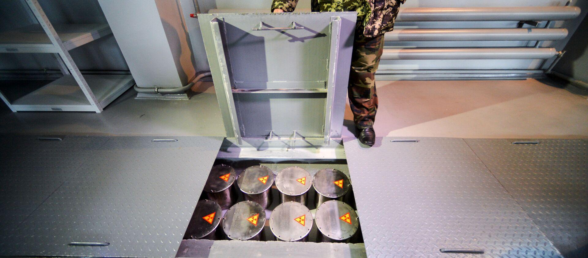 Контейнеры в комплексе производств по дезактивации и захоронению радиоактивных отходов - Sputnik 日本, 1920, 18.03.2018
