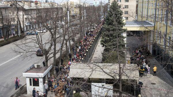 全世界のロシア国民、投票行列に並ぶ - Sputnik 日本