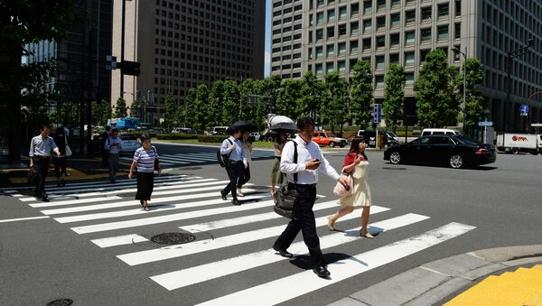 Жители Токио идут по пешеходному переходу - Sputnik 日本