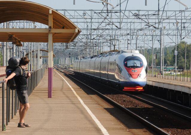 サッカーW杯ロシア大会時、モスクワとペテルブルク間で追加の高速列車運行へ