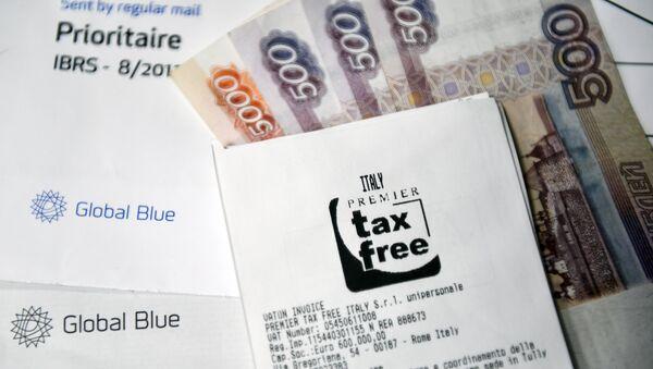 Un cheque con un sello de tax free y los rublos rusos (imagen referencial) - Sputnik 日本