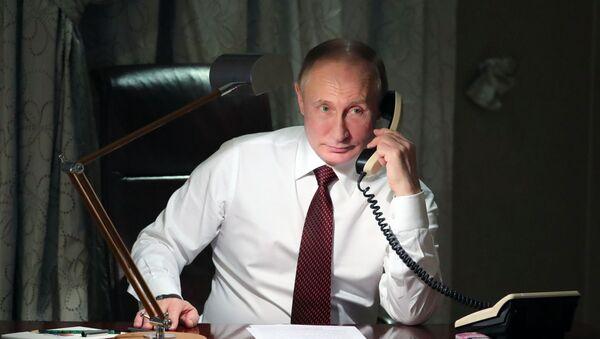 プーチン大統領、サッカーロシア代表の8強入りを祝福 - Sputnik 日本