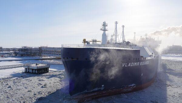 日本初の氷を砕くLNG船、ロシアの最果てから輸送を開始:北極海航路の大きな可能性 - Sputnik 日本