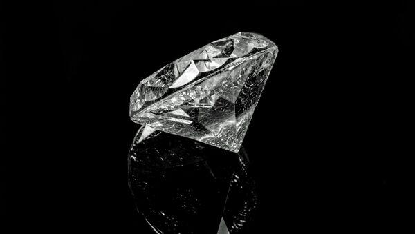 「アルロサ」の職員、数百万ドル相当のダイヤモンドを盗み、逮捕される - Sputnik 日本