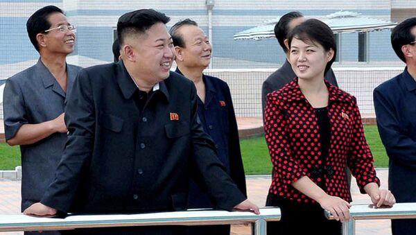 金正恩第1書記と李雪主夫人 - Sputnik 日本