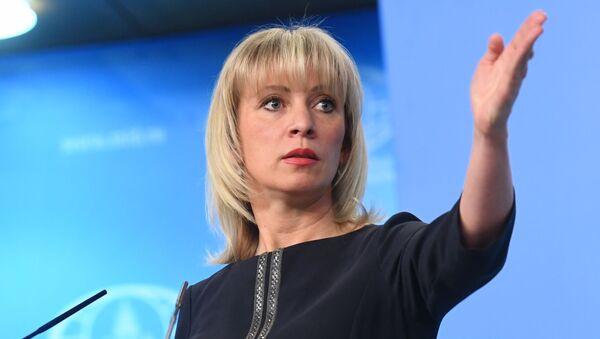 Официальный представитель министерства иностранных дел РФ Мария Захарова во время брифинга - Sputnik 日本