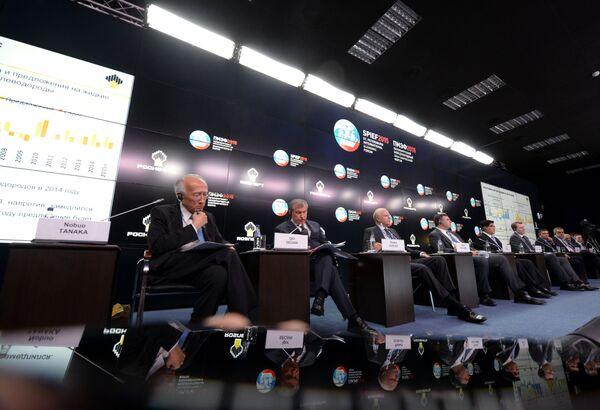 エネルギー企業各社の社長によるサミット「石油市場における新たなバランスとその帰結」も開かれた - Sputnik 日本
