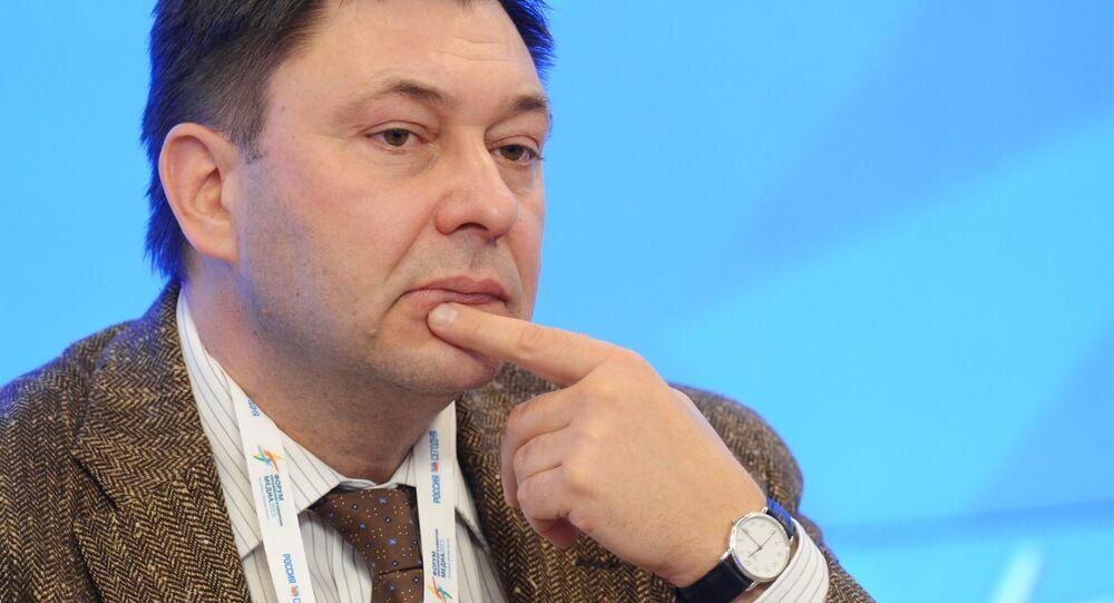 モスクワのウクライナ大使館前 拘束続くヴィシンスキー記者への支援行動
