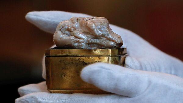 ロシア女帝の真珠、日本人が4100万円で落札 - Sputnik 日本