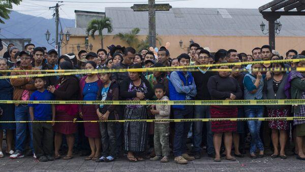 グアテマラ、フエゴ火山噴火で死者多数 大統領が3日間の国喪を宣言 - Sputnik 日本