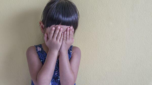Плачущая маленькая девочка - Sputnik 日本