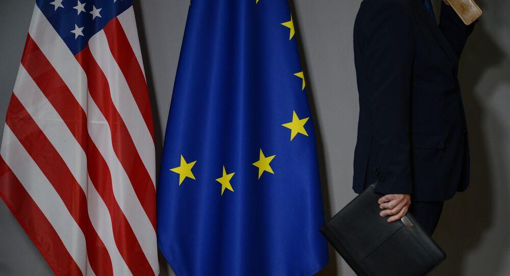 米国とEUの旗