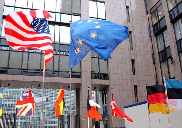 米国と欧州連合の旗