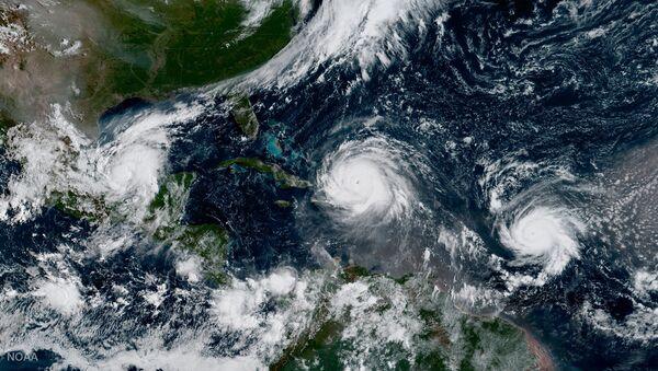 Hurricane Irma, Hurricane Jose (R) and Hurricane Katia (L) - Sputnik 日本