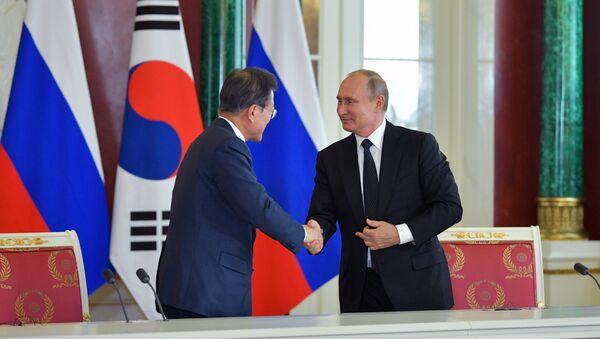 Президент РФ В. Путин встретился с президентом Республики Корея Мун Чжэ Ином - Sputnik 日本