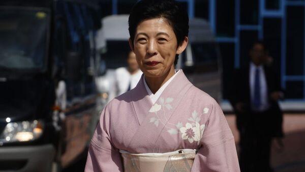 Японская принцесса Хисако Токамадо в розовом кимоно перед матчем в Екатеринбурге - Sputnik 日本