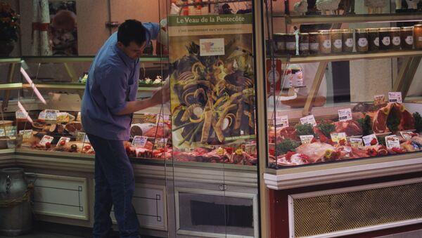 フランスの肉屋ら、攻撃的ヴィーガンからの保護を政府に依頼 - Sputnik 日本