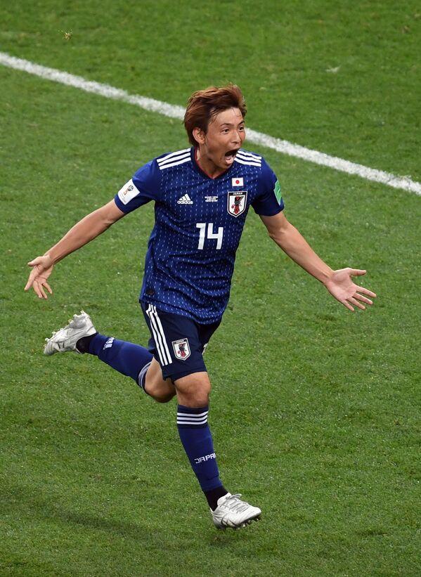 ゴールを決め喜ぶ日本代表の乾貴士選手 - Sputnik 日本