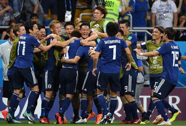 得点を決め喜ぶ日本代表の選手たち - Sputnik 日本
