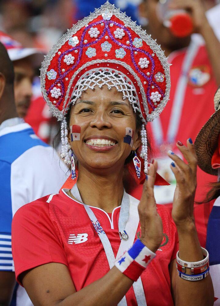 ココーシュニクを着けたパナマ代表のファン