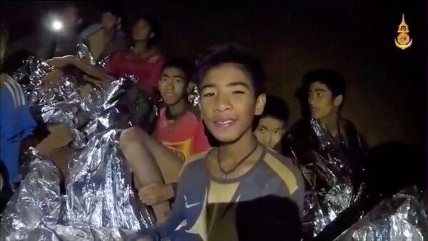 タイの洞窟に閉じ込められた少年たち - Sputnik 日本