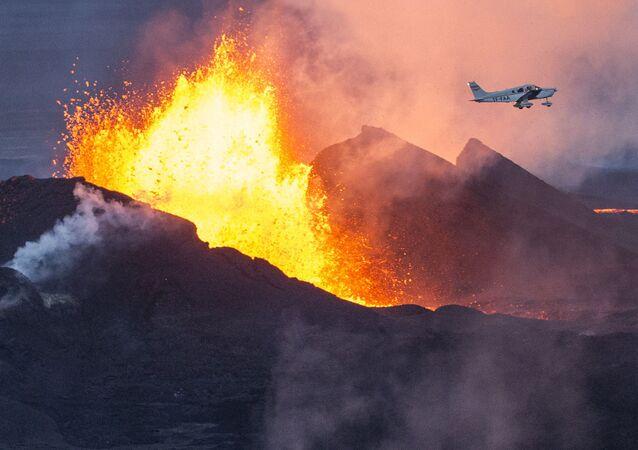 アイスランド ファグラダルスフィヤル火山 6千年の眠りから目覚める