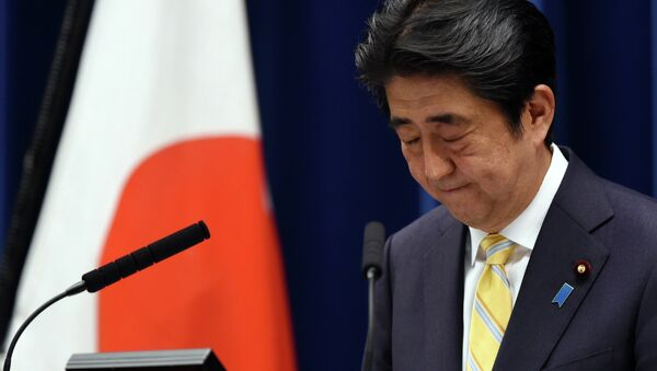 Japan's Prime Minister Shinzo Abe bows at the end of his press conference following a cabinet meeting which approved a set of bills bolstering the role and scope of the military, at his official residence in Tokyo on May 14, 2015 - Sputnik 日本