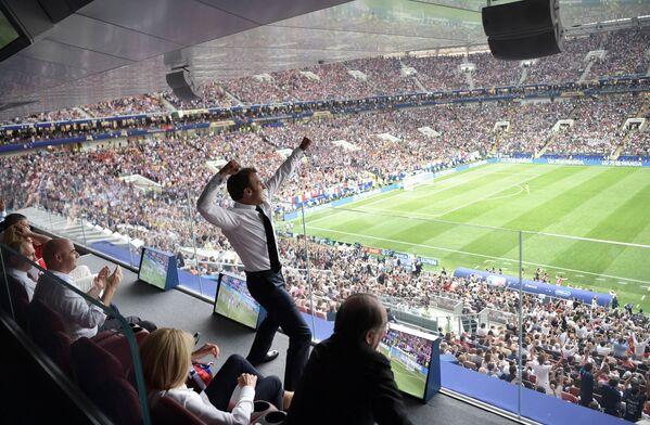 ゴールに喜ぶマクロン仏大統領 - Sputnik 日本
